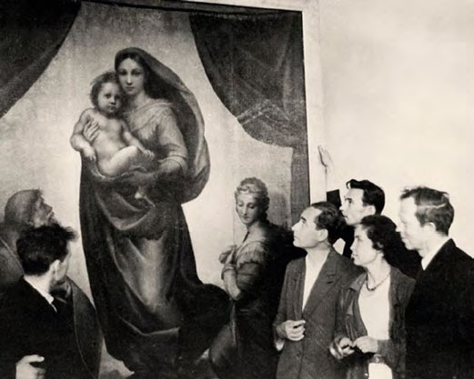 Pavel Korin and Praskovya Korina in front of Raphael's Sistine Madonna. Pushkin Museum of Fine Arts, Moscow. Group photograph, 1945-1946