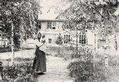 Maria Yakunchikova-Weber in the Nara estate with her son Stepan. 1899