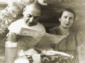 Robert Falk with his wife at the dacha of N.I. Strelchuk (1954). Novo-Bykovo