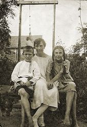 Nadezhda Prokhorova with Nikolai and Vera Zvenigorod. 1929