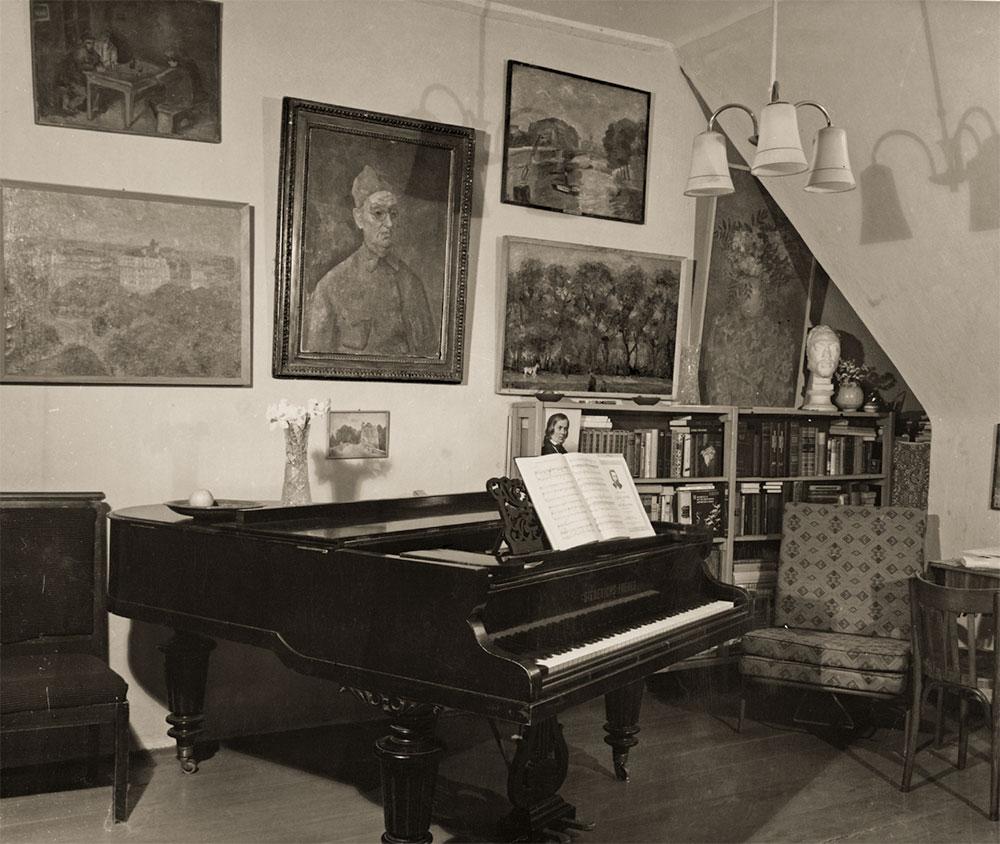 Inside Falk's studio at the Pertsov House. 1974