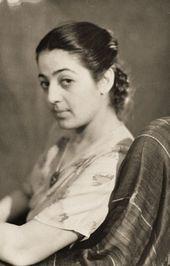 Зоя Калатозова в кресле. 1951
