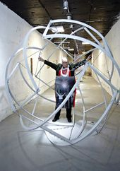 """WJATSCHESLAW KOLEJTSCHUK. Fragment der Ausstellung in der Galerie """"Tunnel"""", Moskauer Staatliche Stroganow-Akademie für Kunst und Industrie, 2012"""