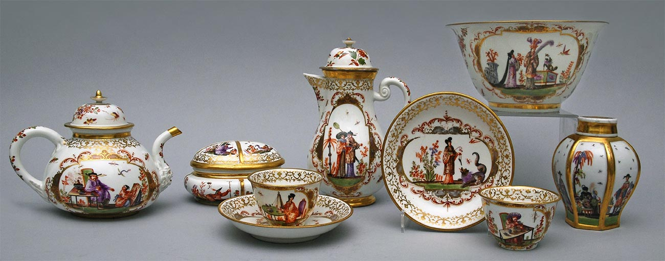 Pieces from services with Chinese scenes in the style of J.G. Herold. Germany, Meissen Porcelain Manufactory. 1723-1730
