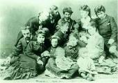 М.Д. Ге с детьми в группе русских художников. Париж. 1870-е