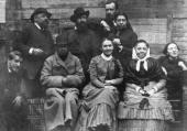 Е.Д.Поленова в кругу друзей и родных в Абрамцевe. 1883