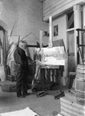 Поленов в своей мастерской в усадьбе «Борок». 1908