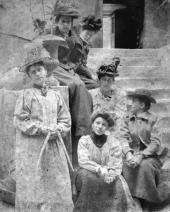 А.С. Гoлубкина с группой художников. Париж. 1895