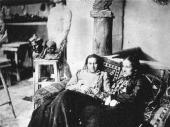 А.С. Голубкина и Е.И. Шишкина-Голиневич в мастерской. Москва. Фотография. 1903