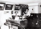 О. М. НЕСТЕРОВА-ШРЕТЕР В УФИМСКОМ ДОМЕ. 1913 (?). Фотография