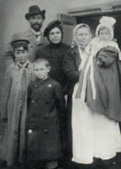 Леонид Осипович и Розалия Исидоровна Пастернаки с детьми. 1901 г.