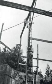 алекСандр архипенко на СтроительСтве Своей художеСтвенной Школы в вудСтоке. 1940