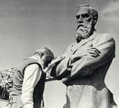 За работой над памятником П.М. Третьякову. Bторая половина 1970-х