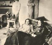 А.С. Голубкина и Е.У. Голиневич в мастерской в Крестовоздвиженском переулке.