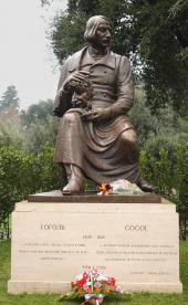 Памятник Н.В. Гоголю. 2002