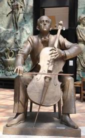 Памятник Мстиславу Ростроповичу. 2008