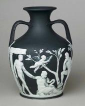 Копия Портлендской вазы из черного яшмового фаянса с белым рельефным декором