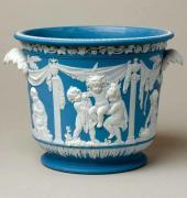 Ведерко для льда из голубого яшмового фаянса с белым рельефным декором.1780–1800
