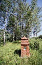 Крест-голубец, восстановленный в 2007 году на сохранившемся участке Владимирки