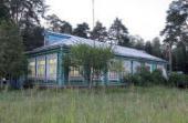 Здание земской школы начала XX века в деревне Елисейково. Фотография. 2008