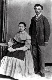 И.П. Похитонов с сестрой Анастасией. Фото. Начало 1870-х