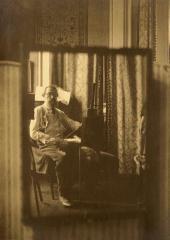И.П. Похитонов в своей мастерской. Изображение в зеркале. Брюссель. Фото. 1923