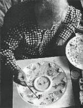 Марк Шагал работает над макетом плафона Гранд-Опера. 1963
