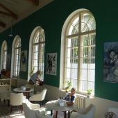 Открытие выставки живописи Александра Чаловского в Доме литераторов в городе Таруса (фоторепортаж, музыкальный концерт)